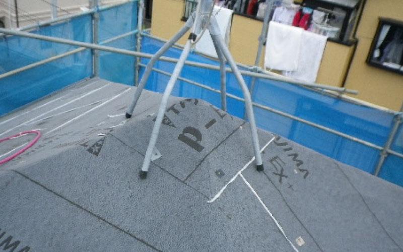 スレート屋根のルーフィングの設置