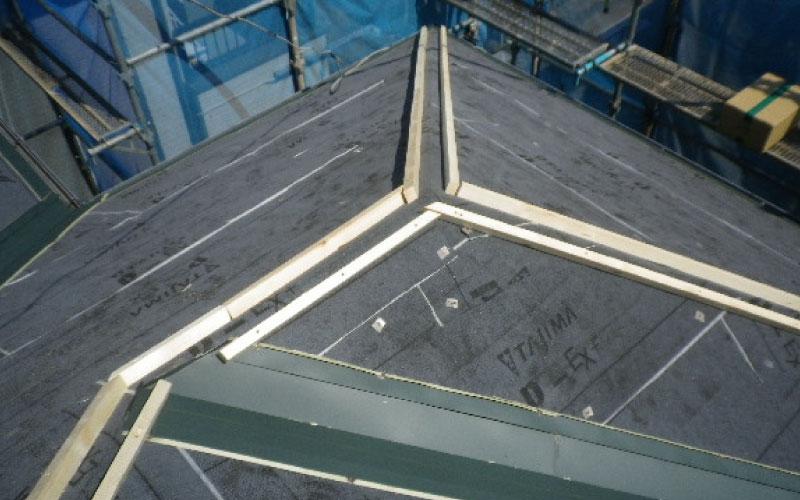 棟板金の貫板の設置