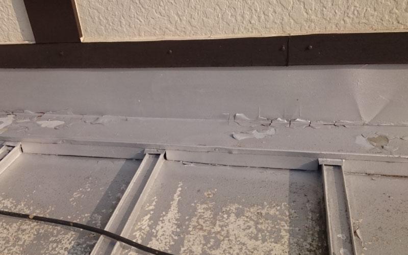 トタン屋根の塗装の剥がれ