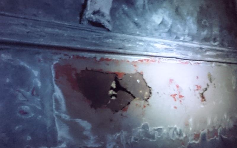トタン屋根のサビによる穴