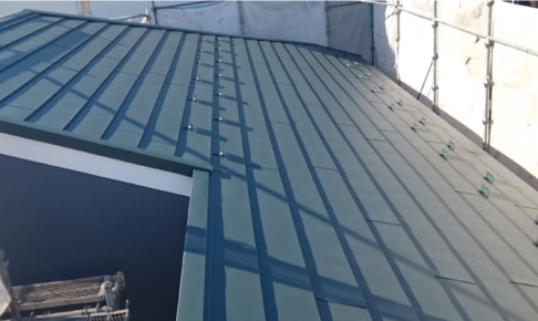 スレート屋根のカバー工法の完成
