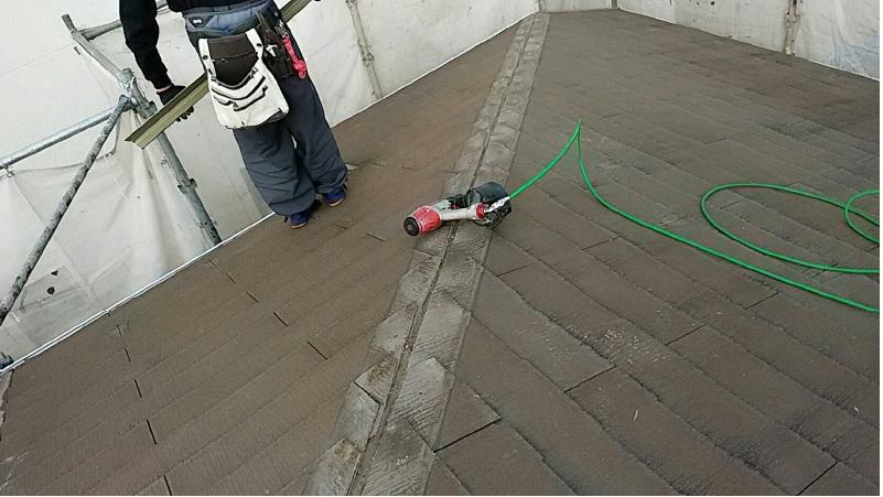スレート屋根の棟板金の撤去