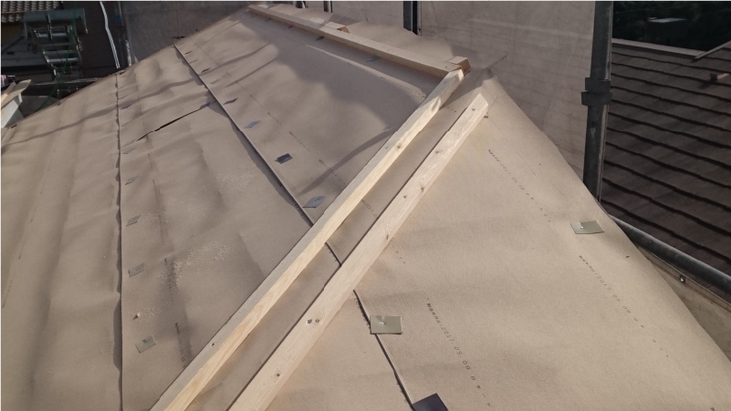 スレート屋根の貫板の設置