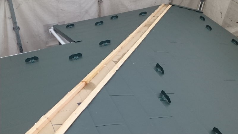 スレート屋根の新規屋根材の設置