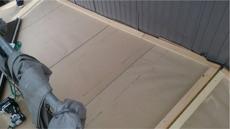外壁との取り合い部分の防水シートの設置