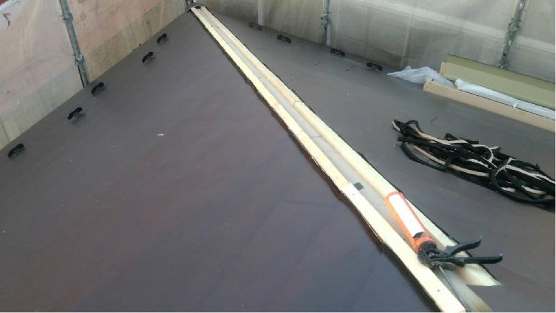 貫板の設置と棟板金の設置