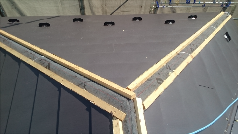新規屋根材の設置
