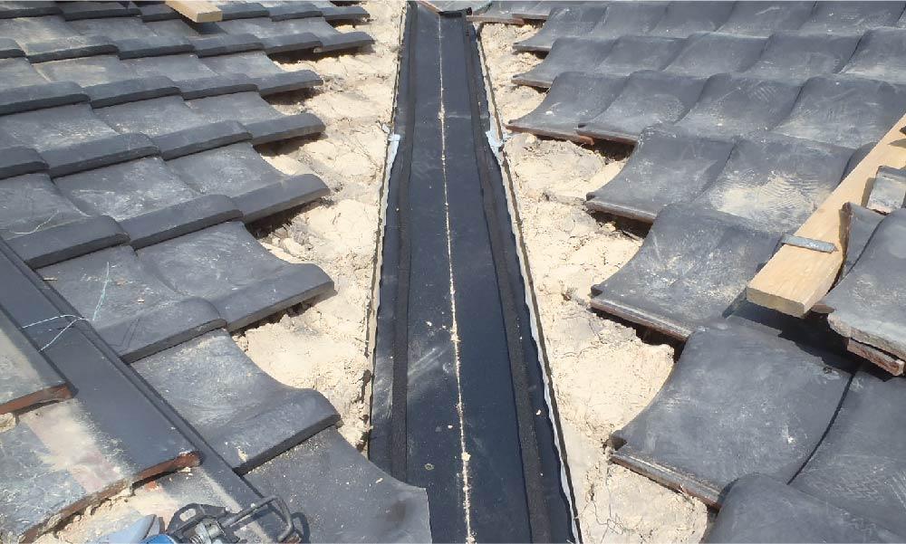 屋根の谷樋の部分修理