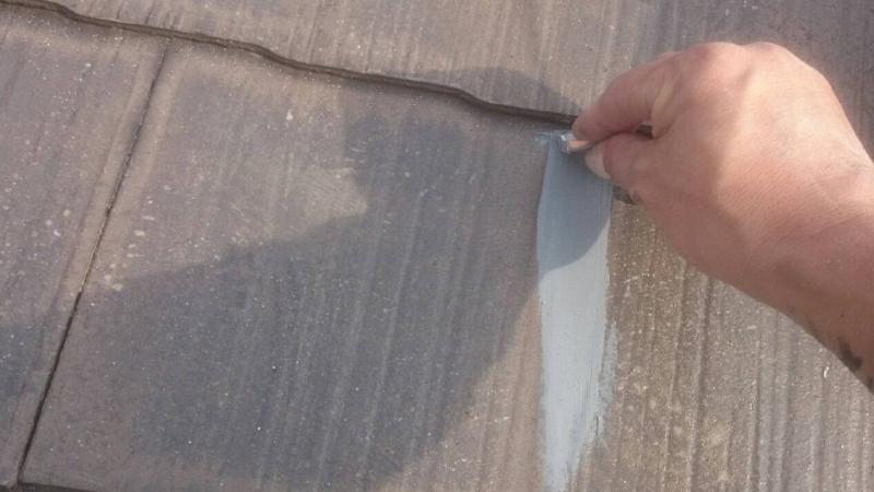 スレート屋根のひび割れの補修