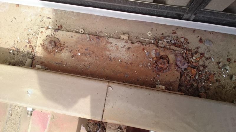 ベランダの屋根の固定金具の腐食