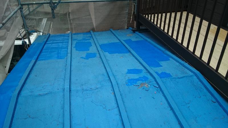 塗料が剥がれたトタン屋根