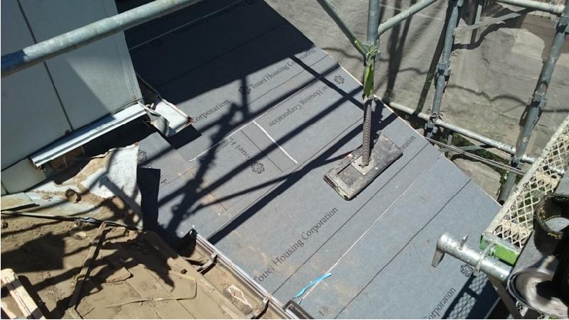 下屋根のルーフィング(防水シート)の設置