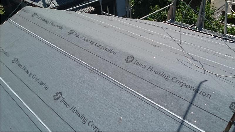 大屋根の全体のルーフィング(防水シート)の設置
