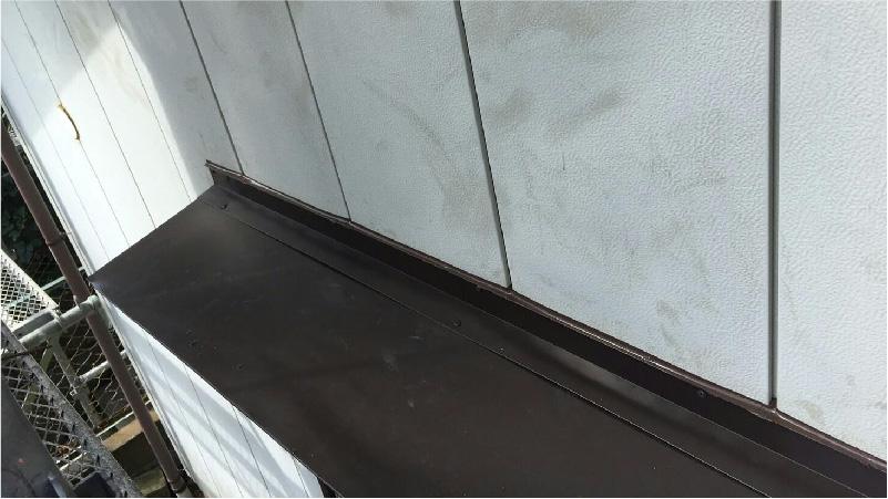 庇修理の新規屋根材の設置