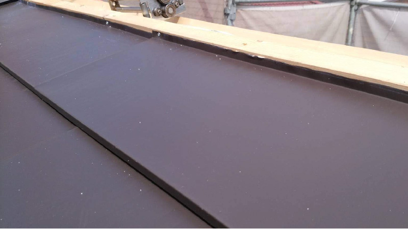 ガルバリウム鋼板の屋根材の設置