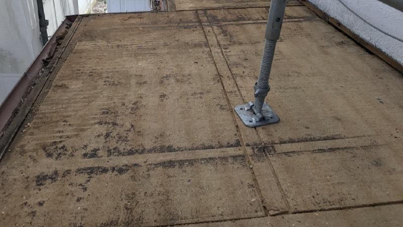 下屋根のトタンの撤去