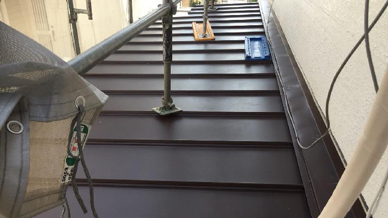 下屋根の葺き替え工事後の様子