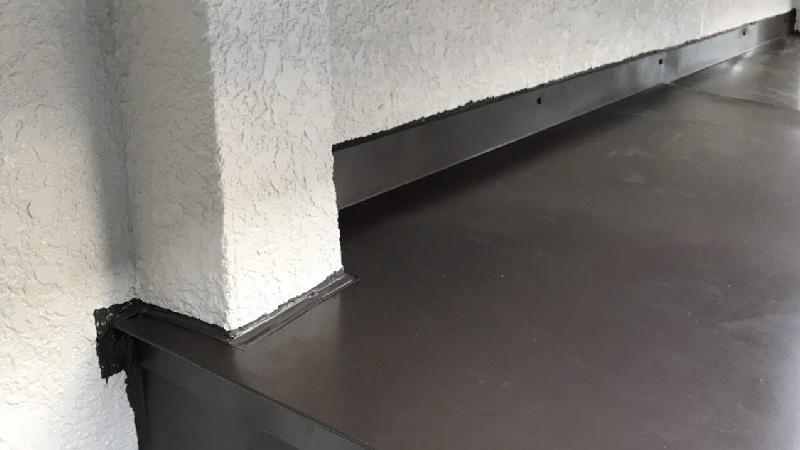 庇の外壁との取り合い部分の雨仕舞い