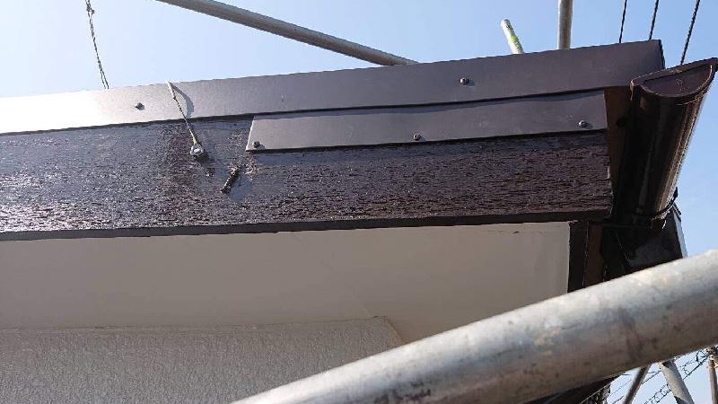 破風板の板金の設置