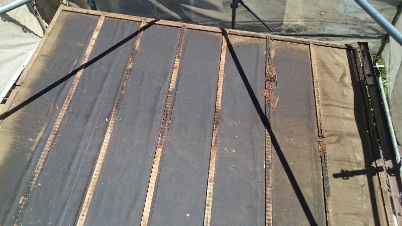 既存のトタン屋根の撤去