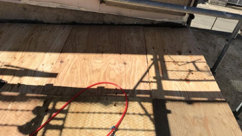 野地板(コンパネ)のと外壁との取り合いの様子