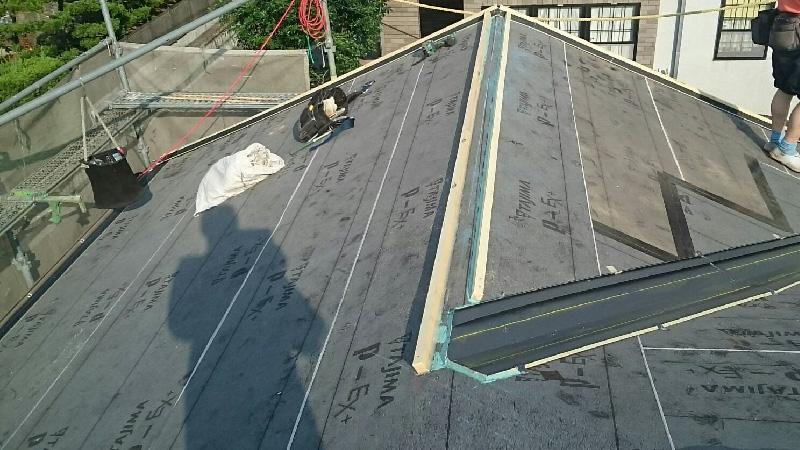 棟の下地(貫板)の設置