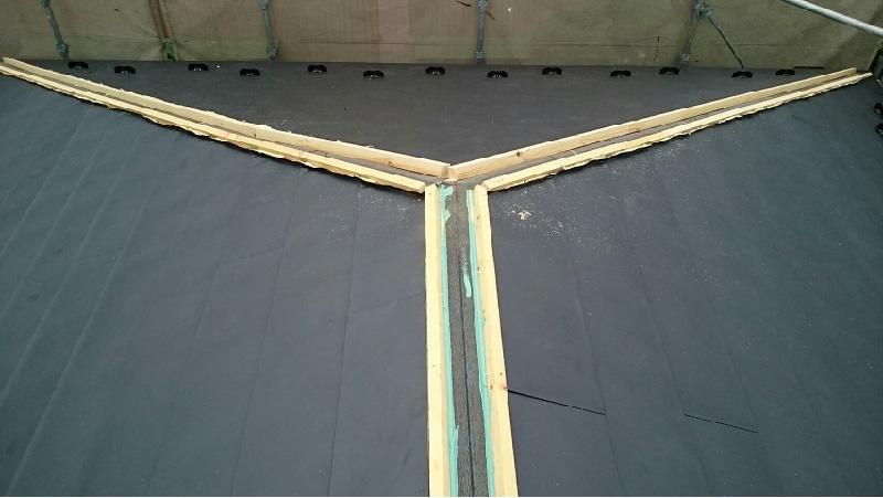 貫板のと棟板金の設置