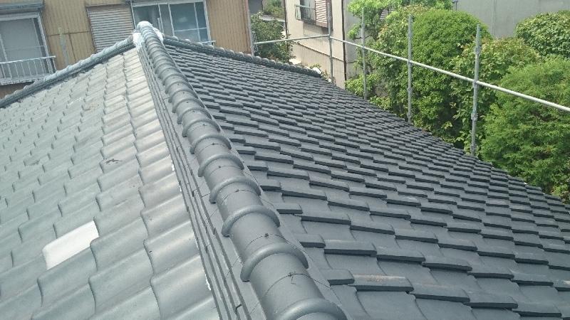 屋根の葺き替え前の日本瓦の屋根