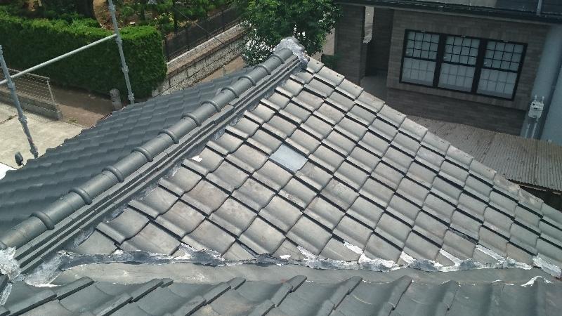 屋根の葺き替え前の谷樋部分の様子