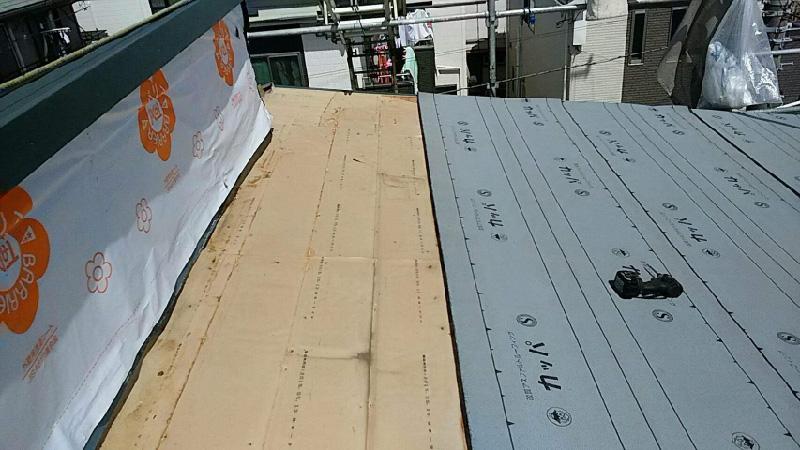 屋根の野地板とルーフィングの設置