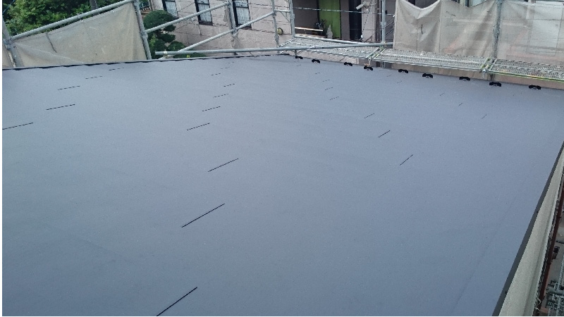 屋根カバー工法(重ね葺き)の施工後の屋根全体の様子
