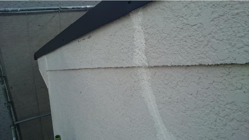 外壁のひび割れ補修後のタッチアップ