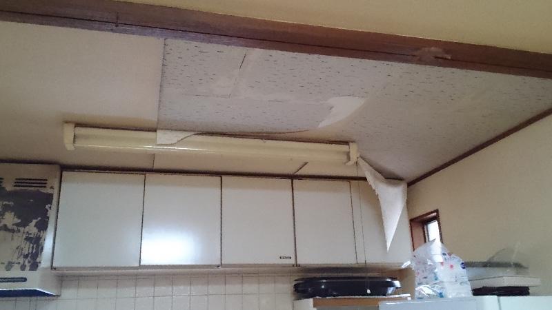 キッチンのクロスの張り替え