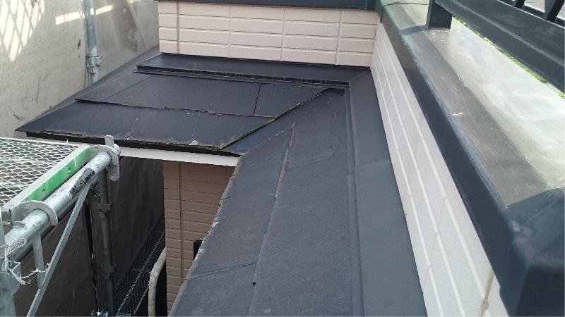 スレート屋根の雨押えの様子