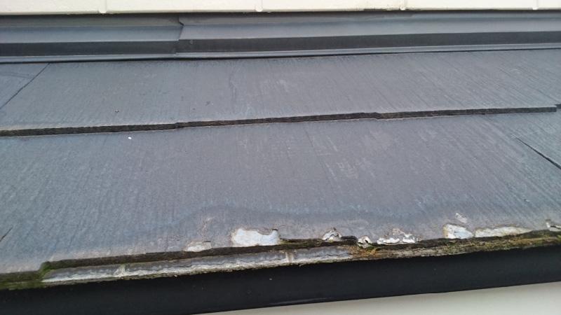 スレート瓦の屋根材の破損箇所