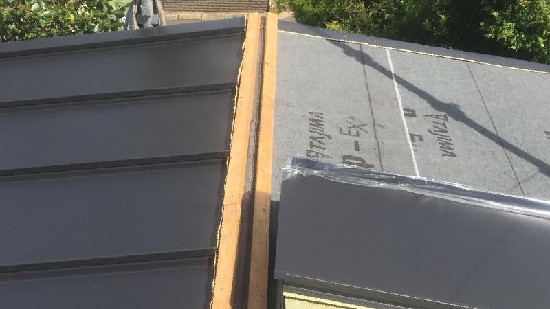 カバー工法のガルバリウム鋼板の設置