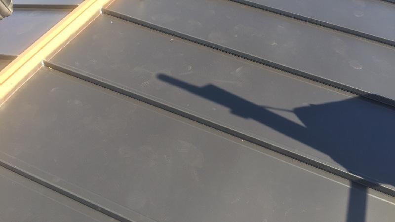 棟と屋根の取り合い部分のガルバリウム鋼板