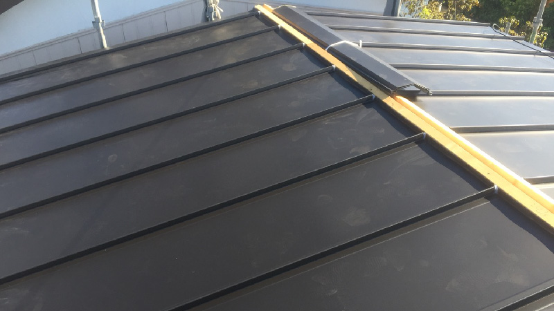 立平葺きの屋根のガルバリウム鋼板