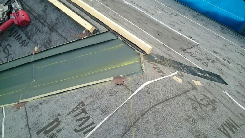 屋根の谷樋の設置