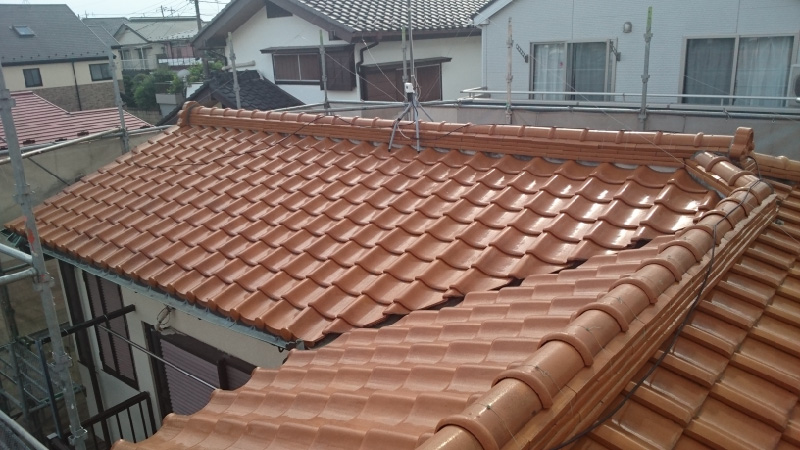 屋根の棟の積み替え工事の施工前の様子