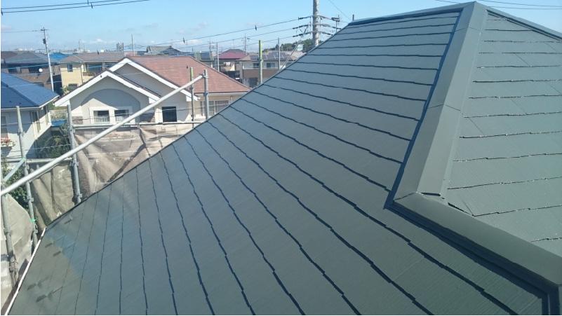 屋根塗装の中塗り後の様子