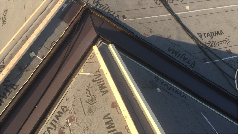 大屋根の棟下地の設置