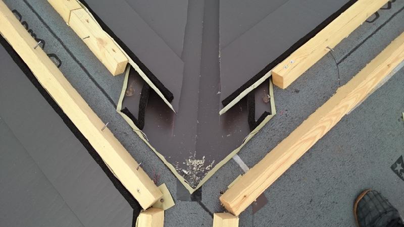 大屋根の棟部分の雨仕舞い
