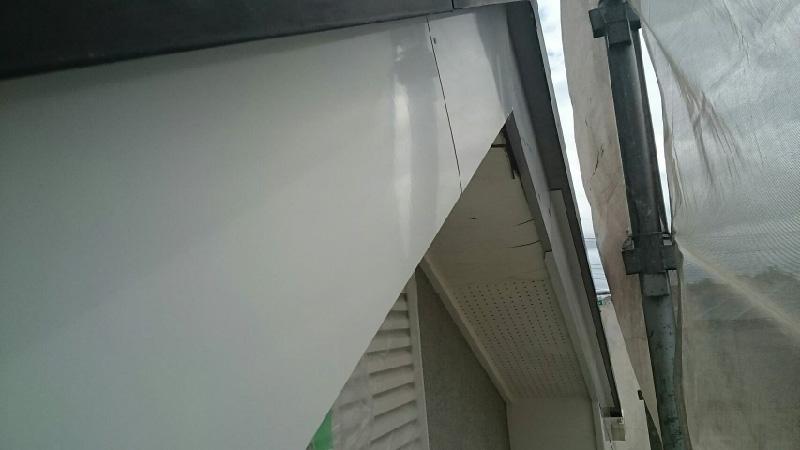 破風板金板の施工後の様子