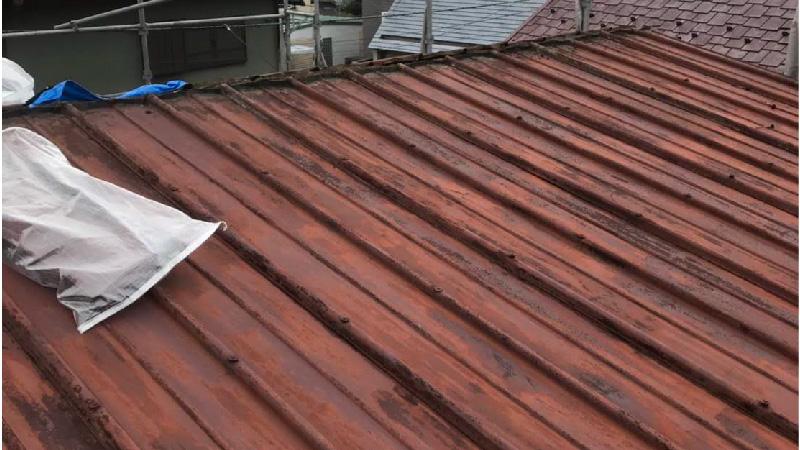 屋根カバー工法の棟板金の撤去