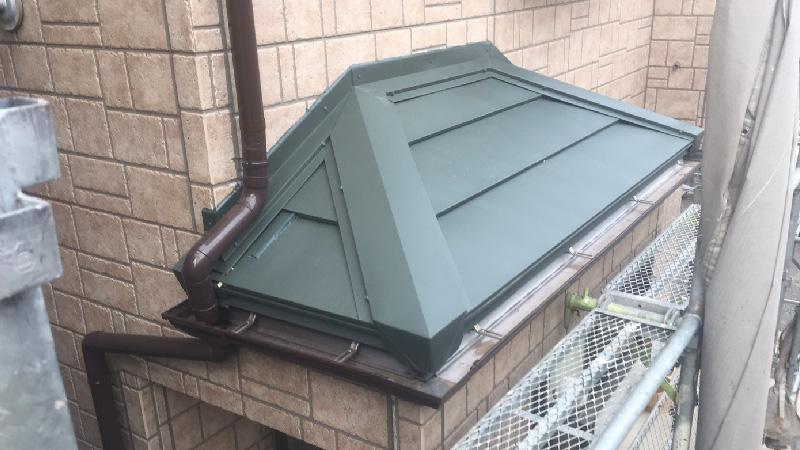 下屋根の屋根材の設置