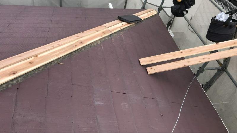 棟板金の下地(貫板)の設置