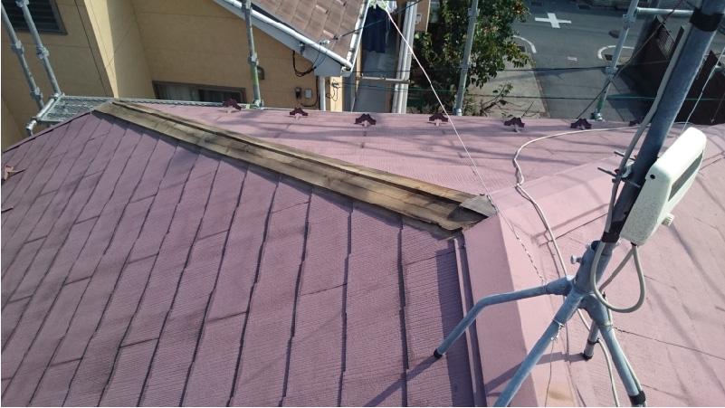 屋根板金が台風で飛散した屋根