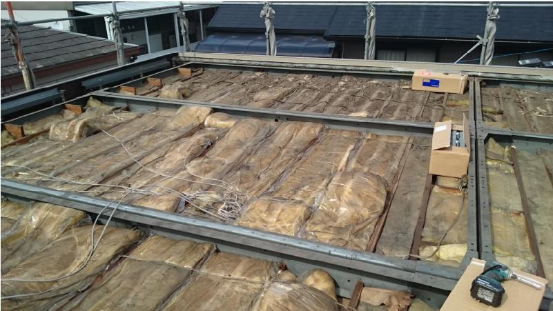屋根材撤去後の断熱材の状態