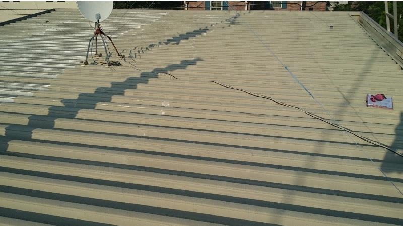 折半屋根の葺き替え工事前の状態